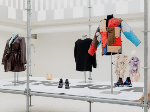 Last Week was the closing day of United Fashion Festival! During the UF Festival 40 European designers examine our relationship with clothing and suggest new alternatives.